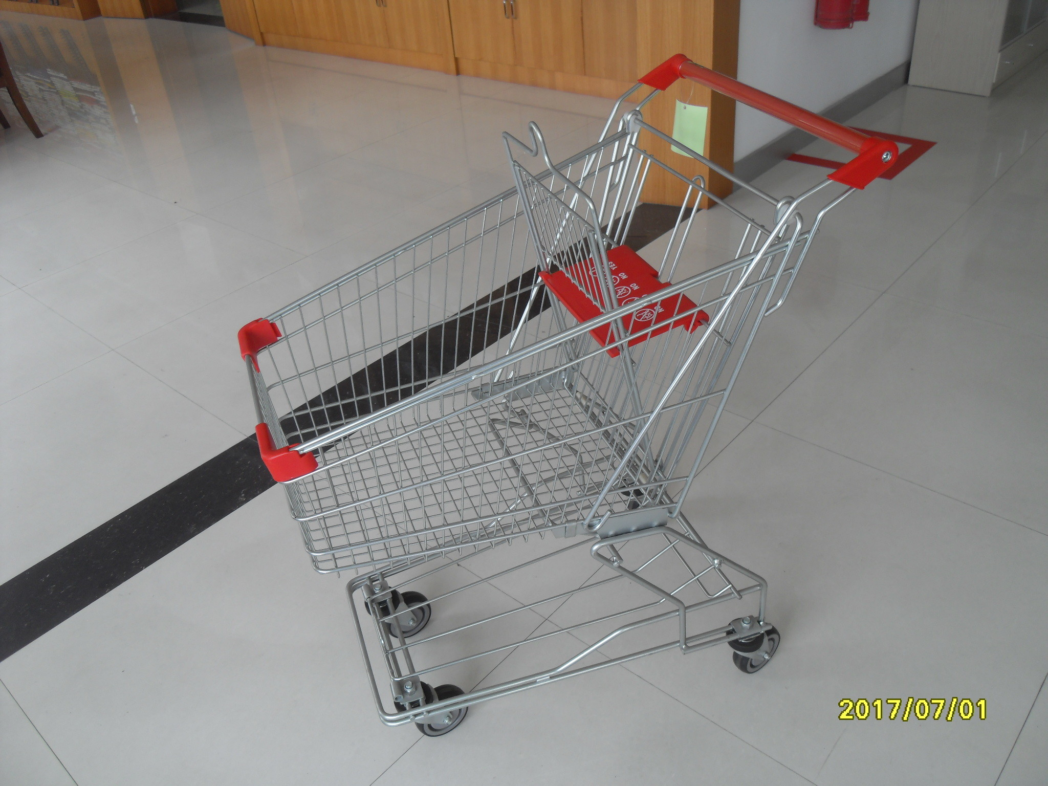 Single Basket Grocery 80L Wire Shopping Carts With 4 Inch Rotating TPE Casters